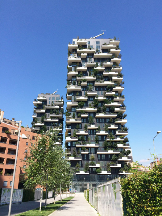 Two innovative residential high-rise buildings form the 'Bosco Verticale' ensemble in Milan: the 110 metre high 'Torre E' with 26 floors and the 76 metre high 'Torre D' with 18 floors.