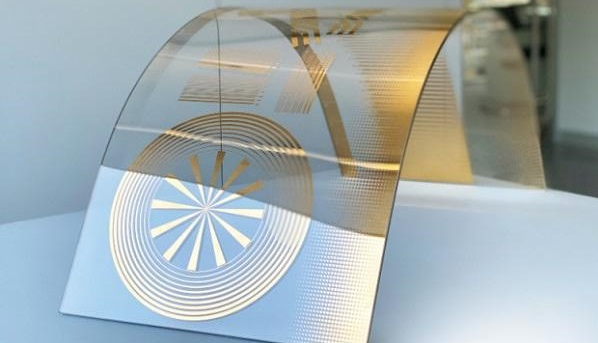The printed glass can be processed further into insulating and safety glass, and can even be curved.
